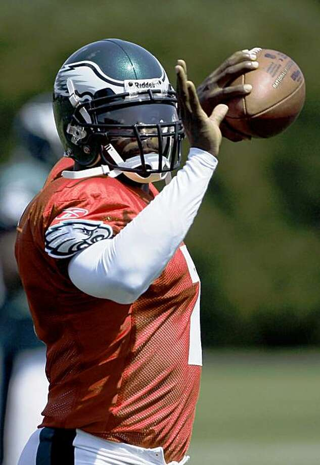 Philadelphia Eagles quarterback Michael Vick throws during practice at the Eagles' practice facility, Sunday, Aug. 16, 2009, in Philadelphia. (AP Photo/Matt Slocum) Photo: Matt Slocum, AP