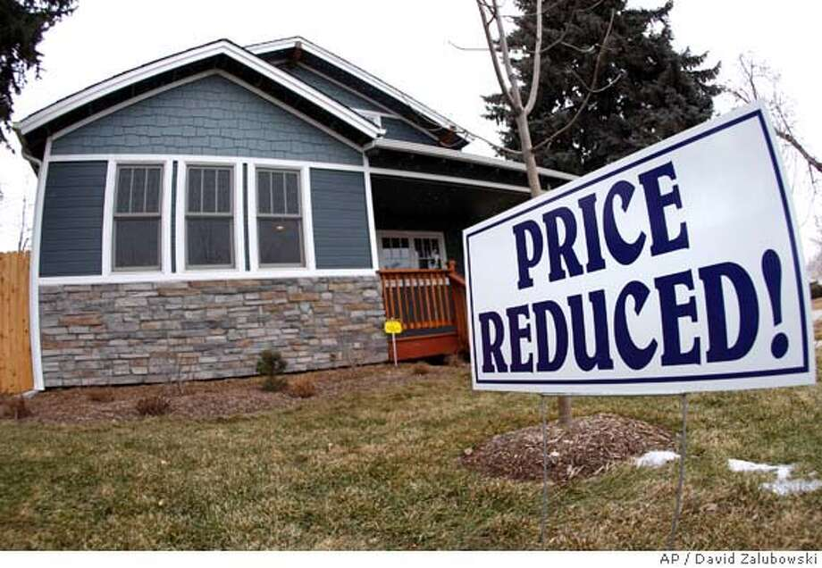 A sign stands outside a new home on the market in the south Denver suburb of Englewood, Colo., on Sunday, Feb. 17, 2008. The Commerce Department on Wednesday, March 26, 2008 reported that new home sales dropped 1.8 percent last month to a seasonally adjusted annual rate of 590,000 units, the slowest sales pace since February 1995. (AP Photo/David Zalubowski) Photo: David Zalubowski