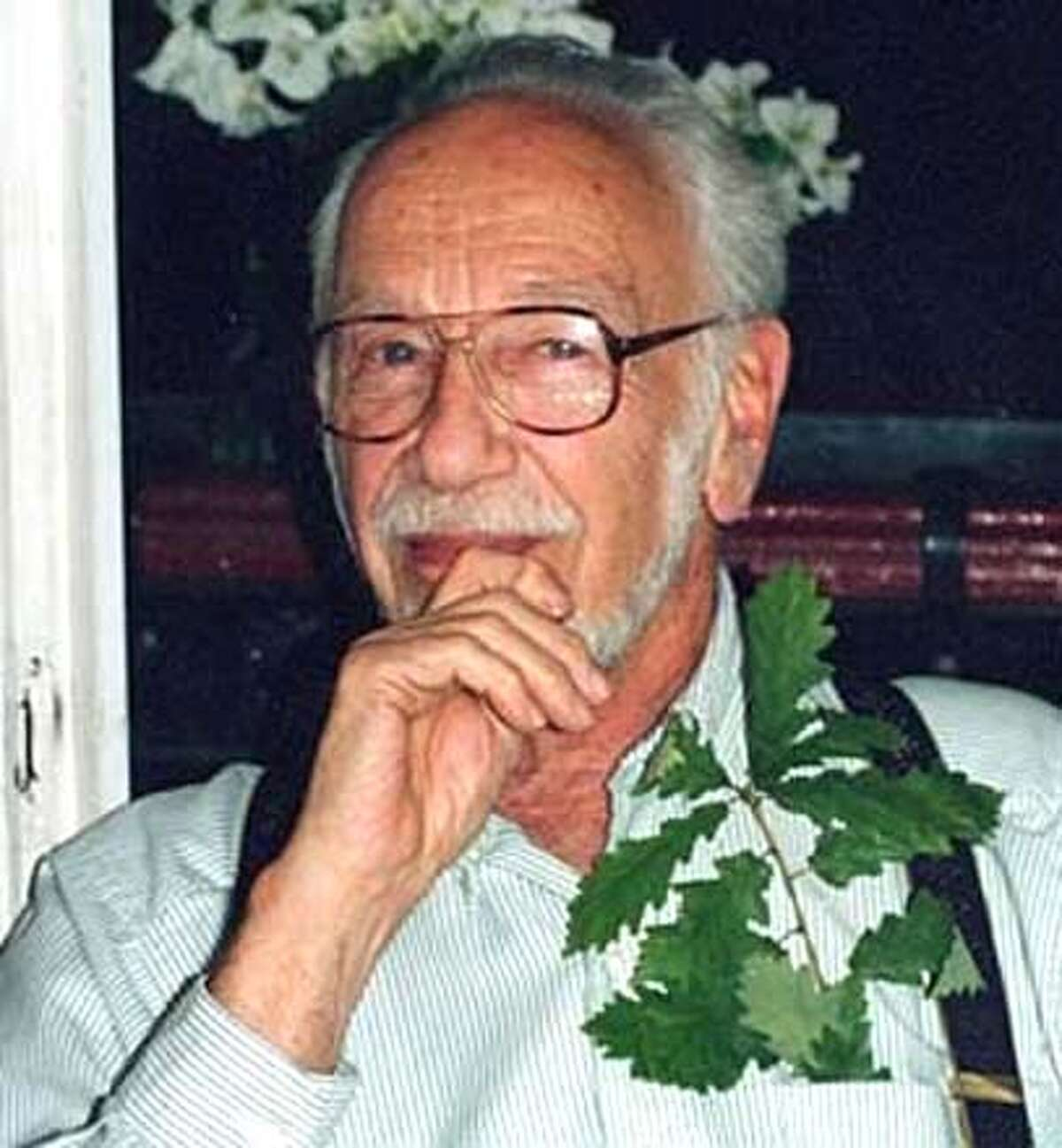 ###Live Caption:Obit photo of David Gale, famous math professor at UC Berkeley and a creator of puzzles###Caption History:Obit photo of David Gale, famous math professor at UC Berkeley and a creator of puzzles###Notes:###Special Instructions: