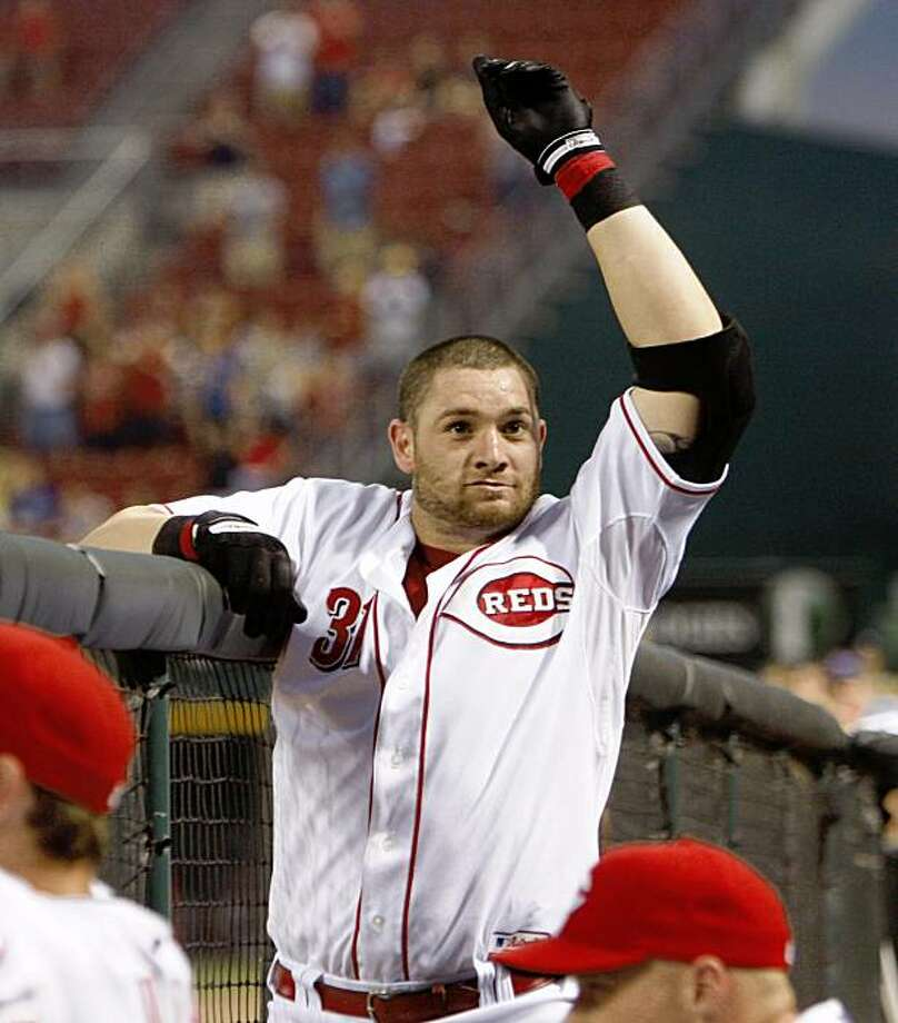 Cincinnati Reds' Jonny Gomes acknowledges the crowd after hitting his third home run of the game in the sixth inning during a baseball game against the Washington Nationals, Thursday, Aug. 13, 2009 in Cincinnati. The Reds won 7-0. (AP Photo/David Kohl) Photo: David Kohl, AP