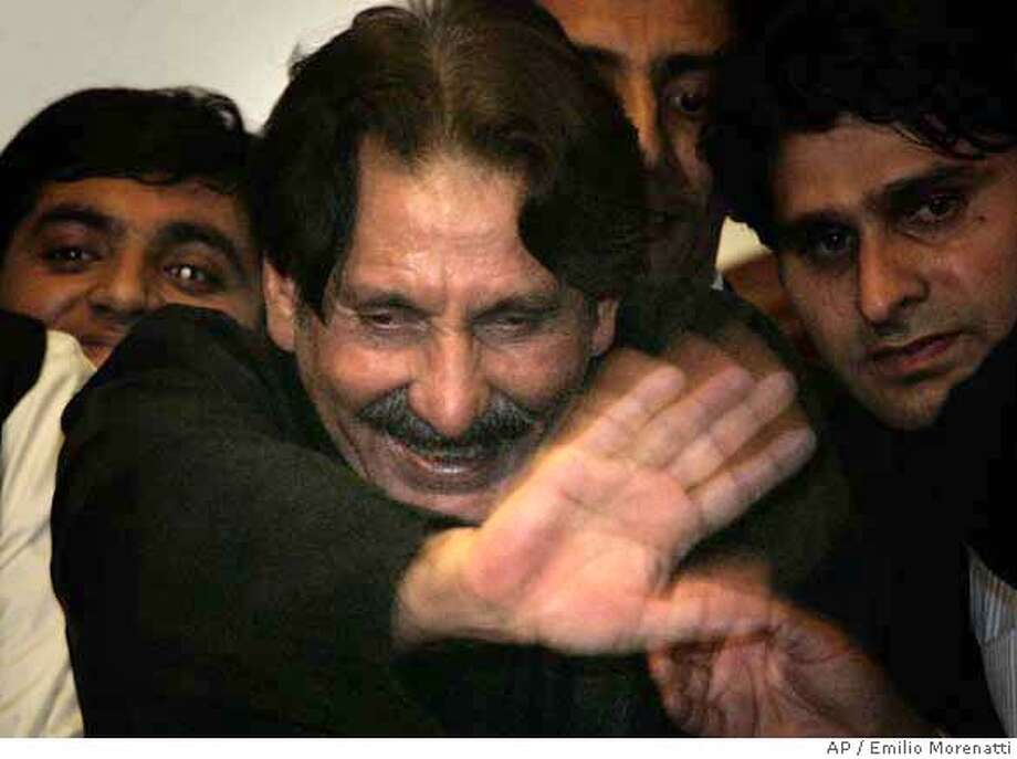###Live Caption:Pakistan's deposed chief justice Iftikhar Mohammed Chaudhry waves to his supporters from the balcony of his residence after his release, Monday, March, 24, 2008 in Islamabad, Pakistan. Pakistan's deposed chief justice emerged onto his balcony after more than four months under house arrest. It is Chaudhry's first public appearance since President Pervez Musharraf purged the courts to protect his disputed presidency from legal challenges. (AP Photo/Emilio Morenatti)###Caption History:Pakistan's deposed chief justice Iftikhar Mohammed Chaudhry waves to his supporters from the balcony of his residence after his release, Monday, March, 24, 2008 in Islamabad, Pakistan. Pakistan's deposed chief justice emerged onto his balcony after more than four months under house arrest. It is Chaudhry's first public appearance since President Pervez Musharraf purged the courts to protect his disputed presidency from legal challenges. (AP Photo/Emilio Morenatti)###Notes:###Special Instructions: Photo: EMILIO MORENATTI