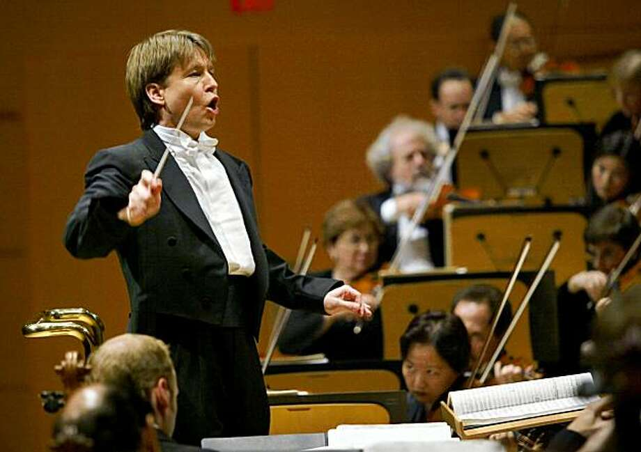 Los Angeles Philharmonic Music Director Esa-Pekka Salonen leads the orchestra during a grand opening concert gala at the new Walt Disney Concert Hall in Los Angeles, Thursday, Oct. 23, 2003. Photo: KEVORK DJANSEZIAN, AP