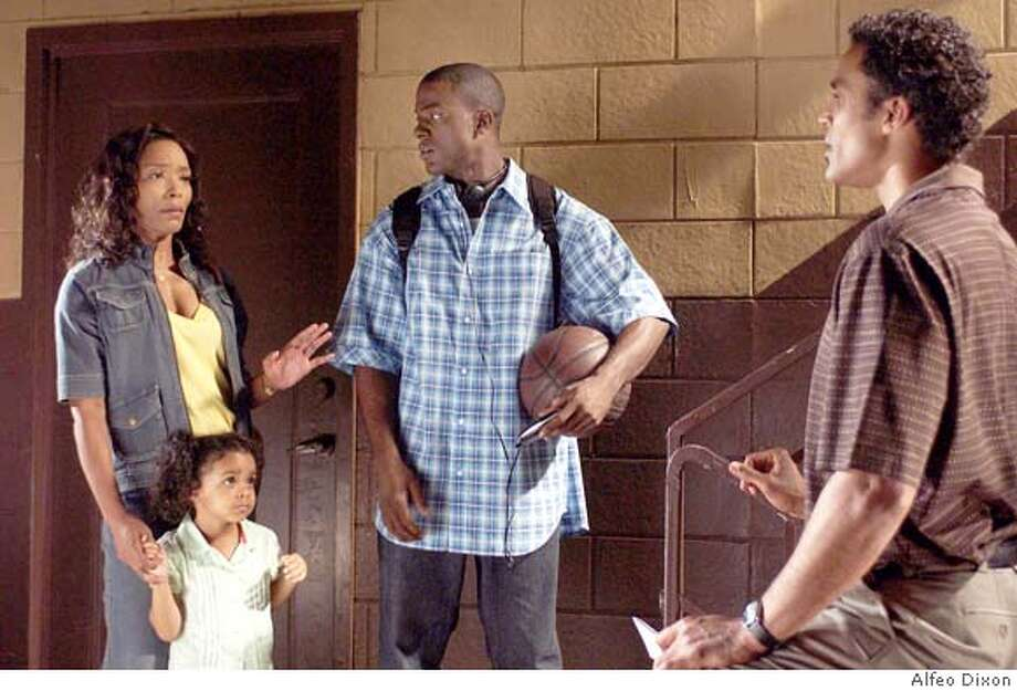 Brenda (Angela Bassett, left), Lena (Mariana Tolbert), Michael (Lance Gross) and Harry (Rick Fox, right) in TYLER PERRY'S MEET THE BROWNS. Photo Credit: Alfeo Dixon Photo: Alfeo Dixon
