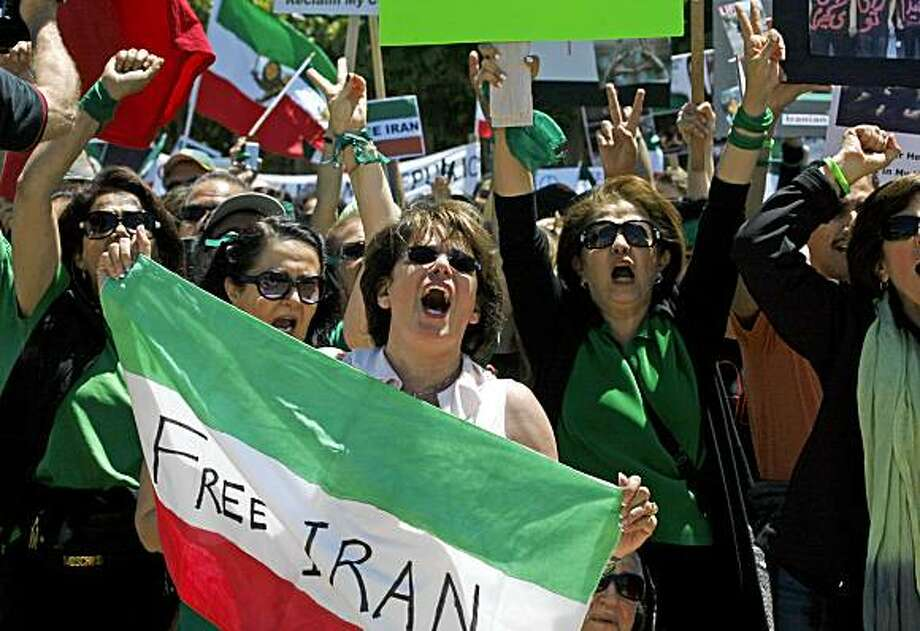 "Bahare Shabani from Houston Texas holds the Iranian flag as she joined several thousand who took part in a ""Global Day of Action"" at San Francisco Civic Center Plaza Saturday, July 25, 2009. Photo: Lance Iversen, The Chronicle"