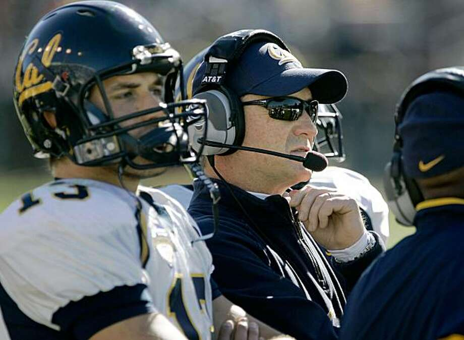 armedforcesbowl_682_mac.jpg   California Golden Bears head coach Jeff Tedford and California Golden Bear quarterback, Kevin Riley (13), on the sidelines.  NCAA Football, the Bell Helicopter Armed Forces bowl, California Golden Bears take on the Air Force Falcons at  Amon Carter  Stadium, Fort Worth, Texas.  Photo by: Michael Macor / The Chronicle   Taken on 12/31/07, in Fort Worth, TX, USA Photo: Michael Macor, The Chronicle