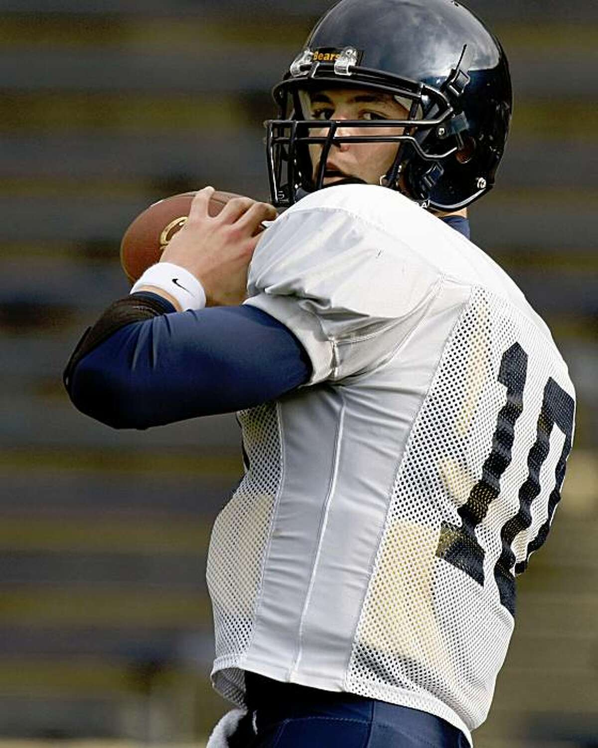 California quarterback: Brock Mansion takes reps during team practice as Cal prepares for the Emerald Bowl and The Miami Hurricanes. Thursday Dec 18, 2008.