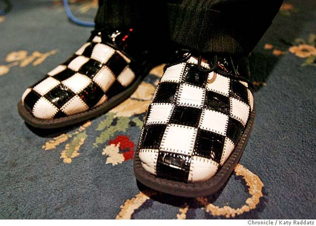 ###Live Caption:The fabulous checkered shoes of Eric Dinwiddie, one of the original members of The Uptones, an 8 piece ska band that has reformed around the original core members, during rehearsal at Soundwave Studios in Oakland, Calif. on Wednesday, March 12, 2008. Photo by Katy Raddatz / The San Francisco Chronicle###Caption History:The fabulous checkered shoes of Eric Dinwiddie, one of the original members of The Uptones, an 8 piece ska band that has reformed around the original core members, during rehearsal at Soundwave Studios in Oakland, Calif. on Wednesday, March 12, 2008. Photo by Katy Raddatz / The San Francisco Chronicle###Notes:###Special Instructions:MANDATORY CREDIT FOR PHOTOG AND SAN FRANCISCO CHRONICLE/NO SALES-MAGS OUT