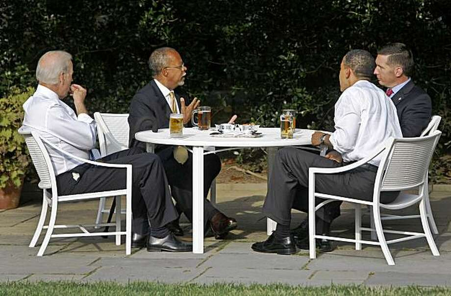 President Barack Obama and Vice President Joe Biden, left, have a beer with Harvard scholar Henry Louis Gates Jr., second from left, and Cambridge, Mass., police Sgt. James Crowley, right, in the rose Garden at the White House in Washington, Thursday, July 30, 2009. Photo: Ron Edmonds, AP
