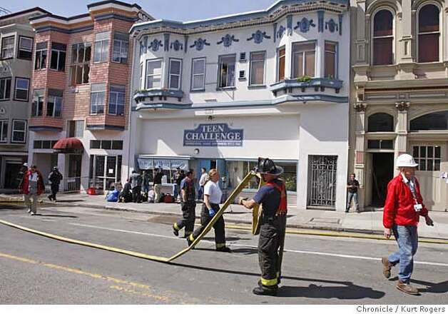 As the Fire department and red cross workers wrap up on Valencia street in San Francisco at the seen of yesterdays four alarm fire.  Tuesday March 18 2008.  Photo By Kurt Rogers / San Francisco Chronicle Photo: Kurt Rogers