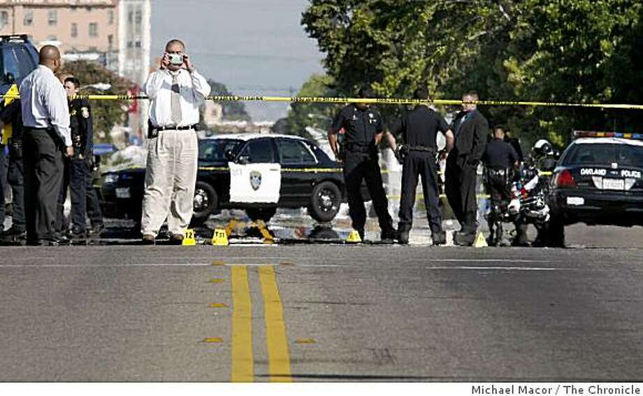 Oakland police on the scene of an officer-involved shooting that left one suspect dead along International Blvd. between 16th and 17th avenues on Wednesday. Photo: Michael Macor, The Chronicle