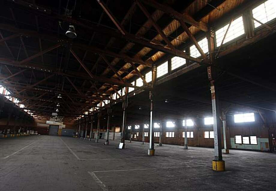 An abandoned warehouse on the former Oakland Army Base is seen in Oakland, Calif., on Friday, July 10, 2009. The 233,000 square-foot structure is one of several buildings slated for redevelopment on a parcel of land known as the East Gateway near the port of Oakland. Photo: Paul Chinn, The Chronicle