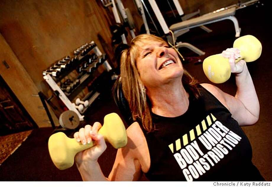 "Heidi Roizen works out with free weights in the gym in Atherton, Calif. on Thursday, February 21, 2008. Heidi is a high-tech entrepreneur and a songwriter who made an inspirational CD of workout music called ""Skinny Songs.""  Katy Raddatz/THE CHRONICLE MANDATORY CREDIT FOR PHOTOG AND SAN FRANCISCO CHRONICLE/NO SALES-MAGS OUT Photo: KATY RADDATZ"