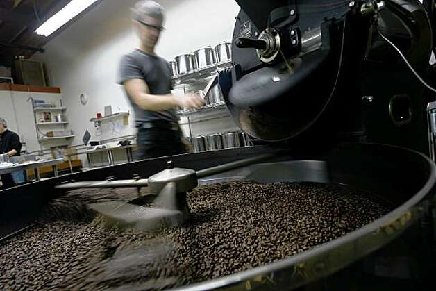 Food section story about two local coffee purveyors who are leading a trend toward specializing in brewed-to-order drip coffee. Please shoot Blue Bottle Coffee owner James Freeman at his wildly popular kiosk in Hayes Valley.  2006 photo In addition to a shot of him, please shoot customers drinking the drip coffee (NOT espresso drinks), the drip coffee being made (grinding beans, adding water, etc.) and a detail shot of the cup of coffee.  ***he will be roasting beans...ry. Photo: Eric Luse, The Chronicle