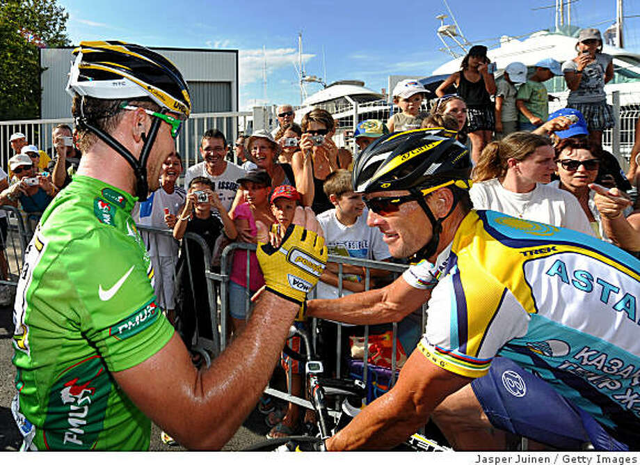 LA GRANDE MOTTE, FRANCE - JULY 06:  Stage winner Mark Cavendish (L) of Great Britain and Team Columbia HTC gets congratulated by Lance Armstrong of USA and team Astana as he celebrates his victory during stage three of the 2009 Tour de France from Marseille to La Grande Motte on July 6, 2009 in La Grande Motte, France.  (Photo by Jasper Juinen/Getty Images) Photo: Jasper Juinen, Getty Images