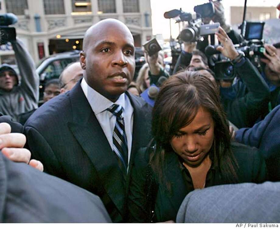 Barry Bonds arrives with his wife, Liz Bonds at the San Francisco Federal Building in San Francisco, Friday, Dec. 7, 2007. Bonds is expected to plead not guilty to perjury and obstruction of justice during a schedule hearing. (AP Photo/Paul Sakuma) EFE OUT Photo: Paul Sakuma