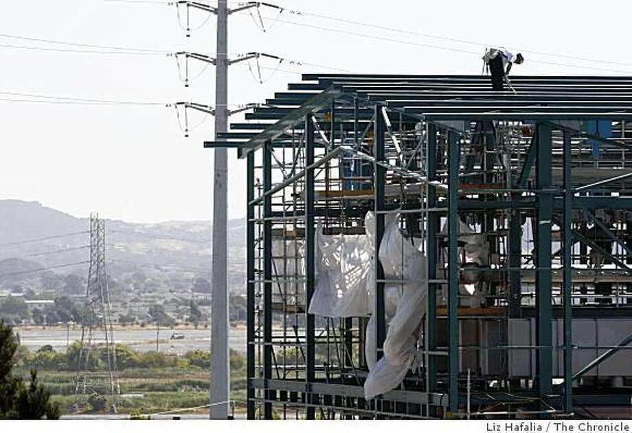 A judge has ordered Chevron Corp. to stop work on its controversial oil refinery expansion in Richmond, Calif., as workers demobilize the Praxair hydrogen plant on Wednesday, July 8, 2009. Photo: Liz Hafalia, The Chronicle