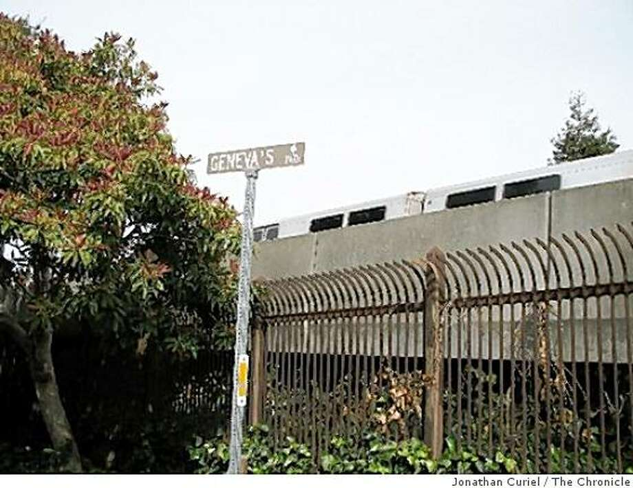 geneva's path by north berkeley bart Photo: Jonathan Curiel, The Chronicle