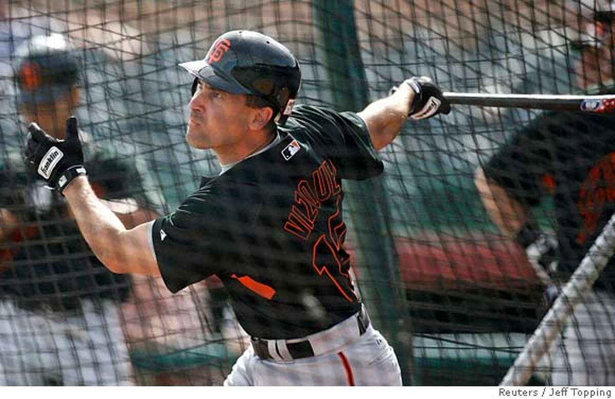 San Francisco Giants infielder Omar Vizquel takes batting practice at the team's baseball spring training camp in Scottsdale, Arizona February 25, 2008. REUTERS/Jeff Topping (UNITED STATES)