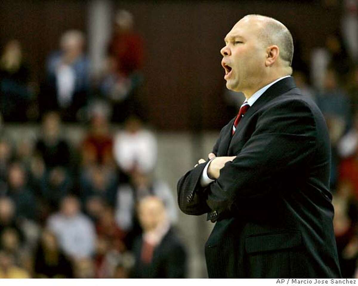 St. Mary's head coach Randy Bennett instructs his team as they play Santa Clara in the second half of a college basketball game in Santa Clara, Calif., Monday, Feb. 11, 2008. St. Mary's won 54-50. (AP Photo/Marcio Jose Sanchez) EFE OUT