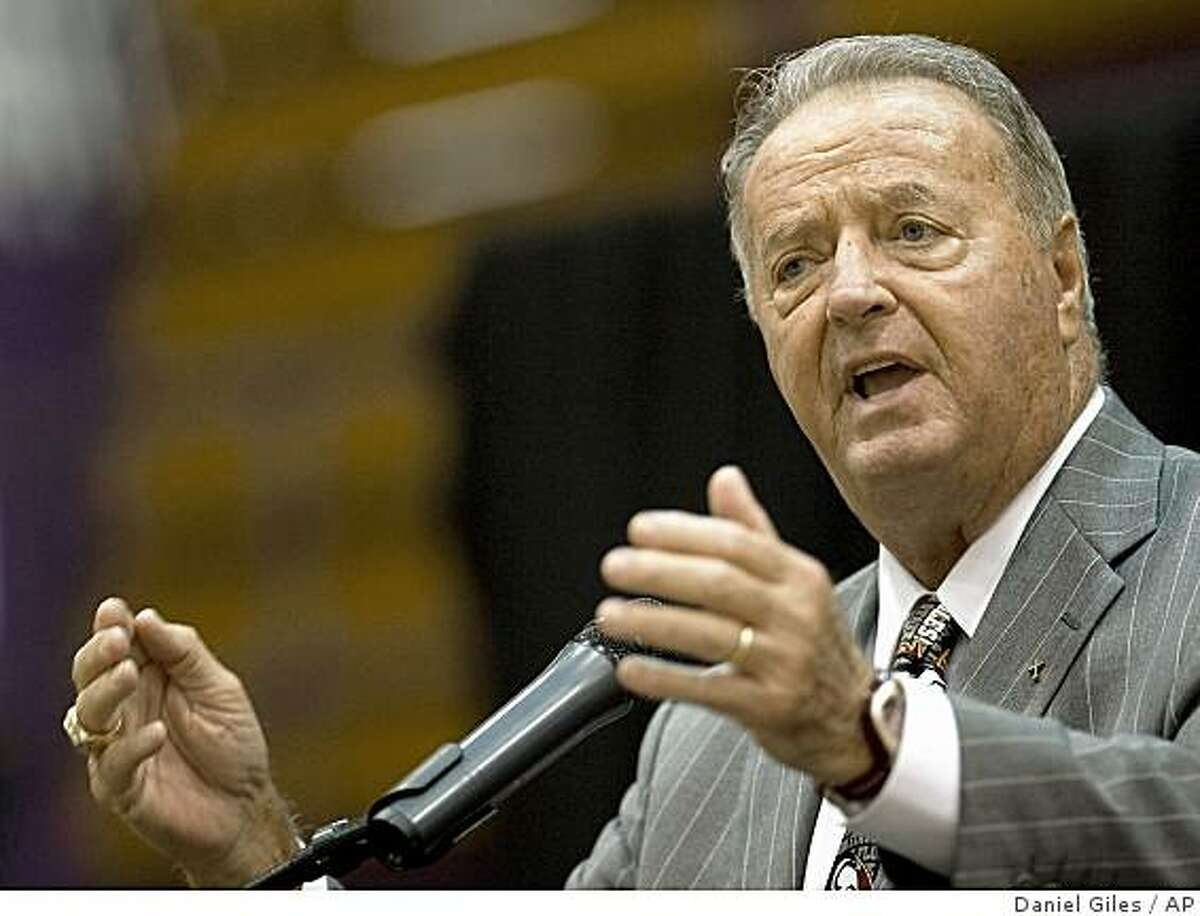 Bobby Bowden makes a point about effort as he talks to students about setting goals in their lives on the North Alabama campus in Florence Ala., Tuesday July 14, 2009. Bowden was on hand along with sons Jeff, Terry and Tommy for
