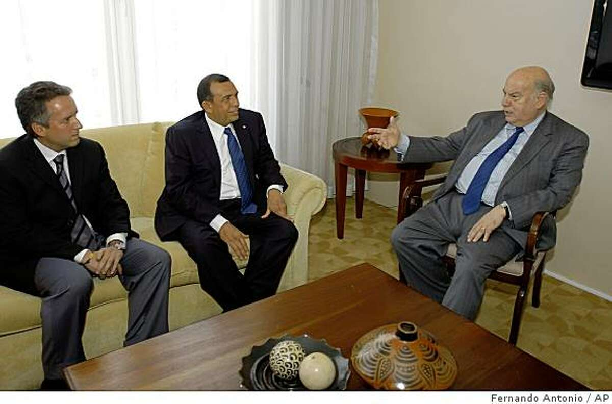 Jose Miguel Insulza, Secretary General the Organization of American States, OAS, right, meets with the Mayor of Tegucigalpa, Ricardo Alvarez, left, and with presidential candidate, Porfirio Lobo Sosa, at a hotel in Tegucigalpa, Friday July 3, 2009. Honduras' Supreme Court rebuffed a personal appeal from Insulza on Friday, refusing to restore ousted President Manuel Zelaya before a Saturday deadline.(AP Photo/Fernando Antonio)