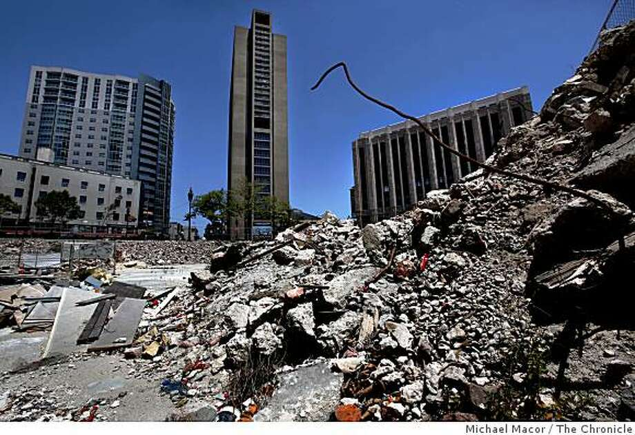The vacant lot at the South West corner of 10th and Market Streets , sits idle on Saturday June 27, 2009, in San Francisco, Calif. Photo: Michael Macor, The Chronicle