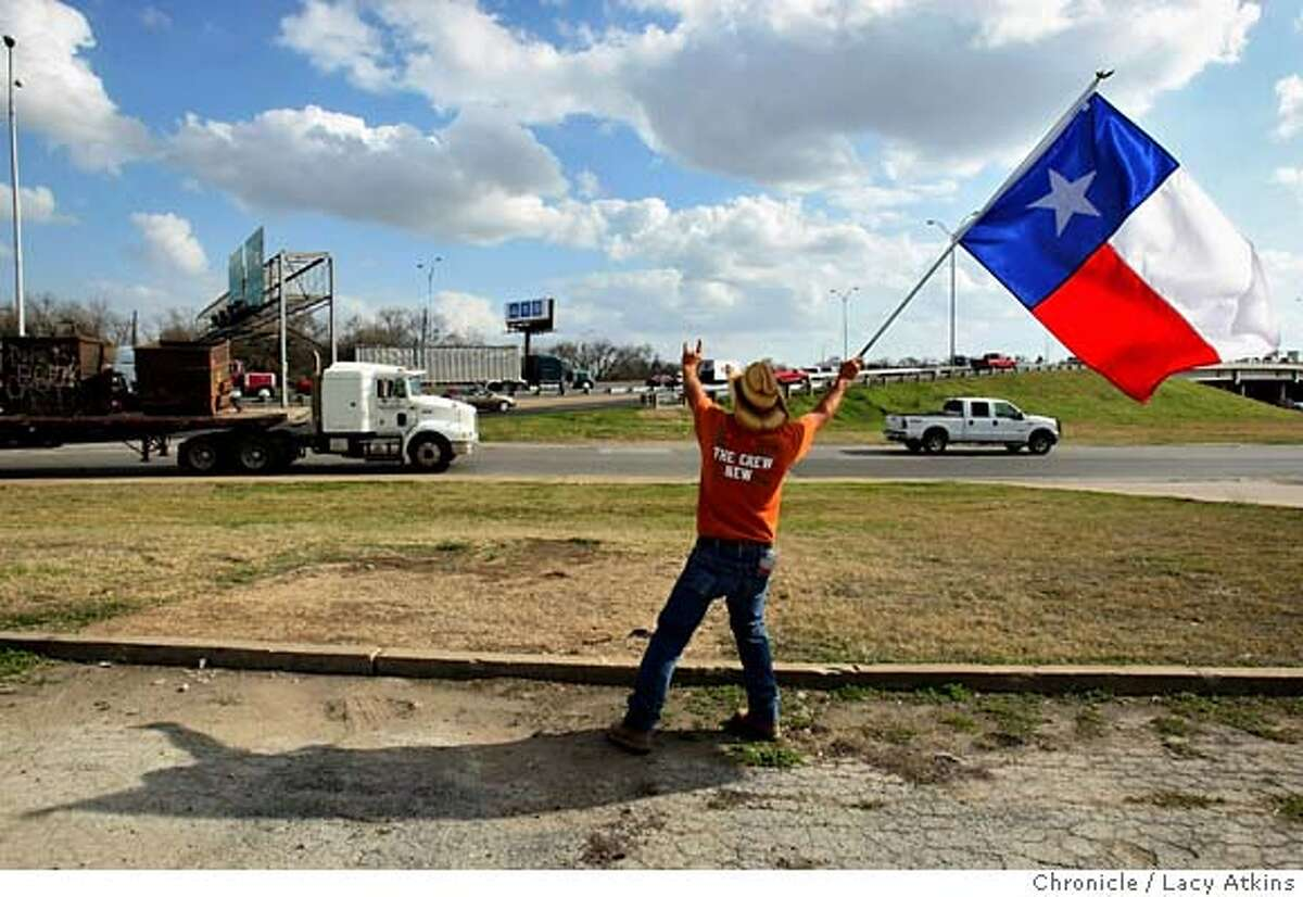 David Zurovetz waves the Texas flag to the traffic along Interstate 35, to remind people to vote and come to the Rodeo, Friday Feb. 29, 2008, in Austin, Texas. Photo by Lacy Atkins / San Francisco Chronicle Ran on: 03-01-2008 David Zurovetz waves the Texas flag to drivers on Interstate 35 in Austin to remind them to vote in the primary -- and come to the rodeo. Ran on: 03-01-2008 David Zurovetz waves the Texas flag to drivers on Interstate 35 in Austin to remind them to vote in the primary -- and come to the rodeo.