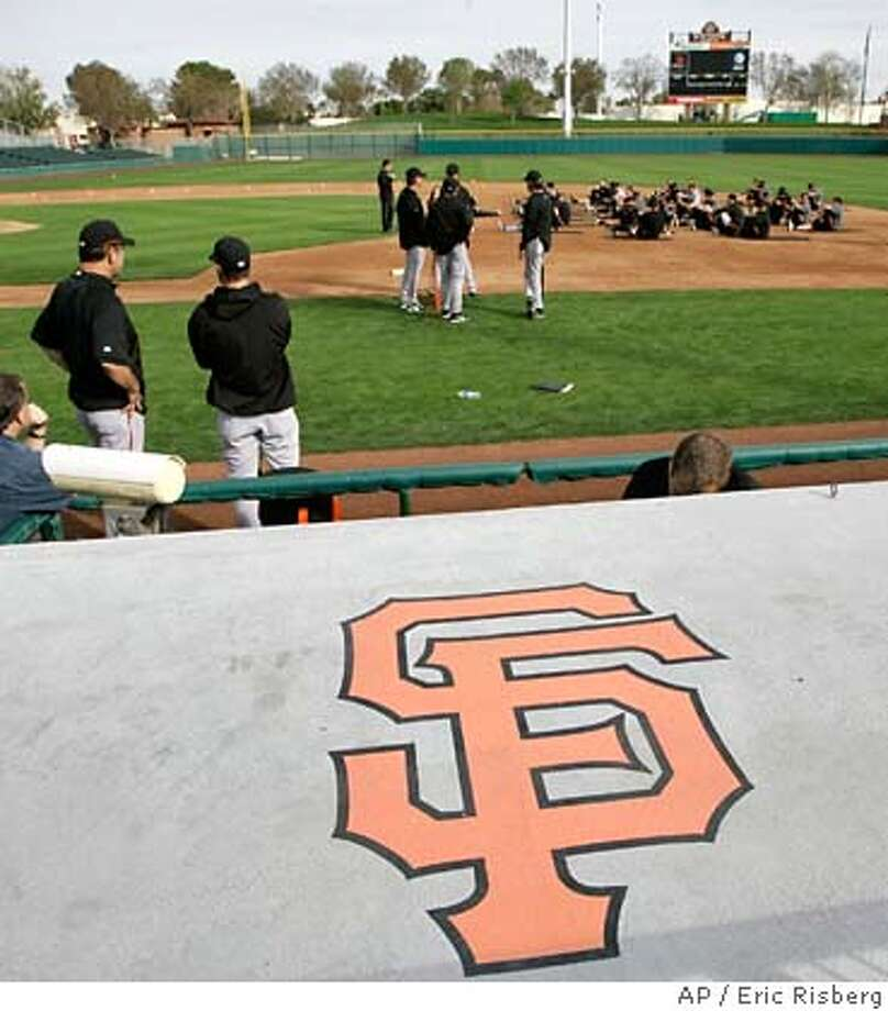 San Francisco Giants manager Bruce Bochy , left, watches position players stretch at the beginning of their spring training baseball workout in Scottsdale, Ariz., Tuesday, Feb. 19, 2008. The Giants held their first full squad workout Tuesday at Scottsdale Stadium. (AP Photo/Eric Risberg) EFE OUT Photo: Eric Risberg