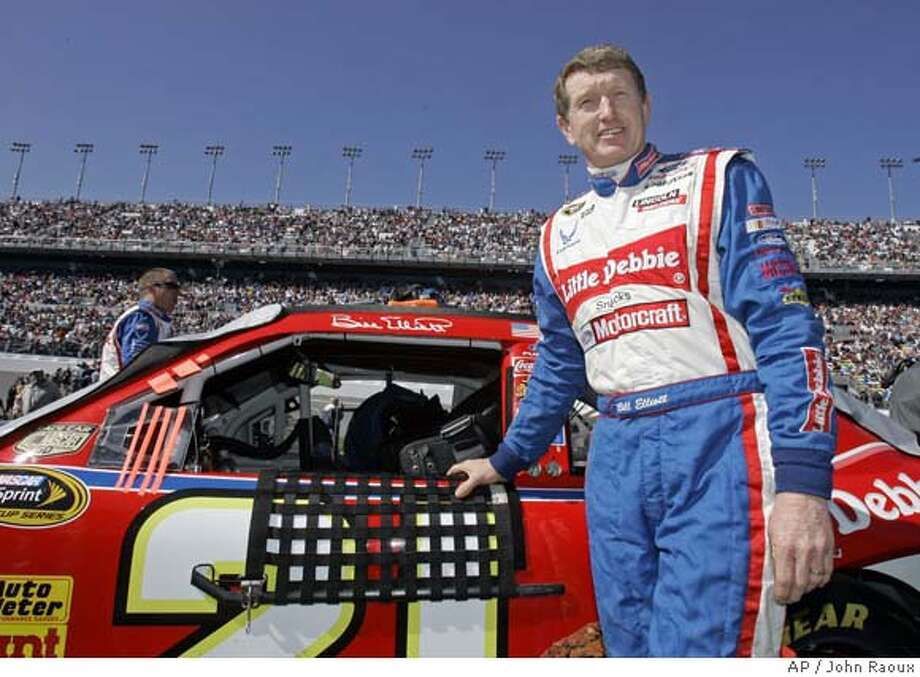 Bill Elliott stands by his car before the start of the NASCAR Sprint Cup Gatorade 150 qualifying race at Daytona International Speedway in Daytona Beach, Fla., Thursday, Feb. 14, 2008. (AP Photo/John Raoux) EFE OUT Photo: John Raoux