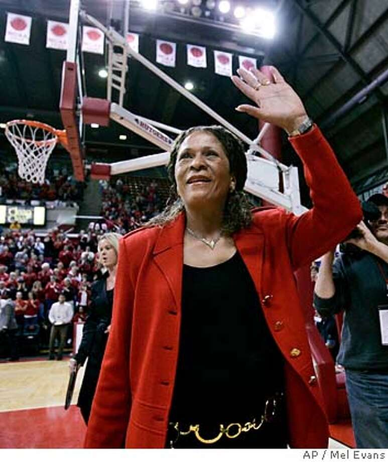 Rutgers head coach C. Vivian Stringer waves to the Rutgers fans as she walks onto the court before a basketball game against DePaul on Wednesday, Feb. 27, 2008, in Piscataway, N.J. (AP Photo/Mel Evans) EFE OUT Photo: Mel Evans