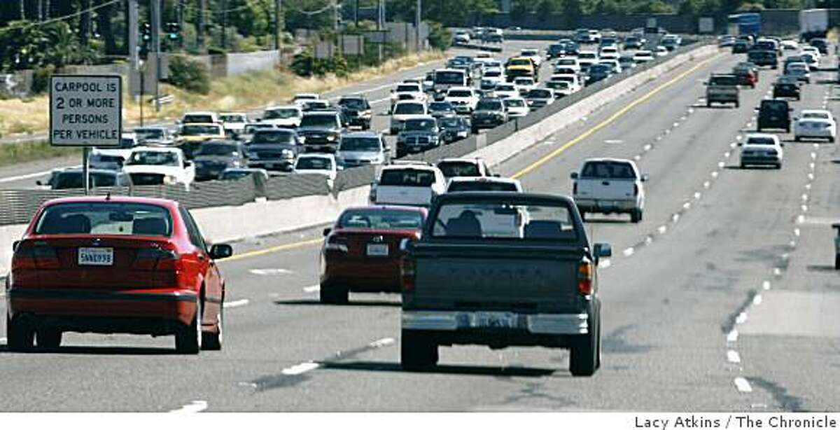 Evening commuters make there way home along Highway 101 North, Monday July 6, 2009, from San Francisco, Calif.