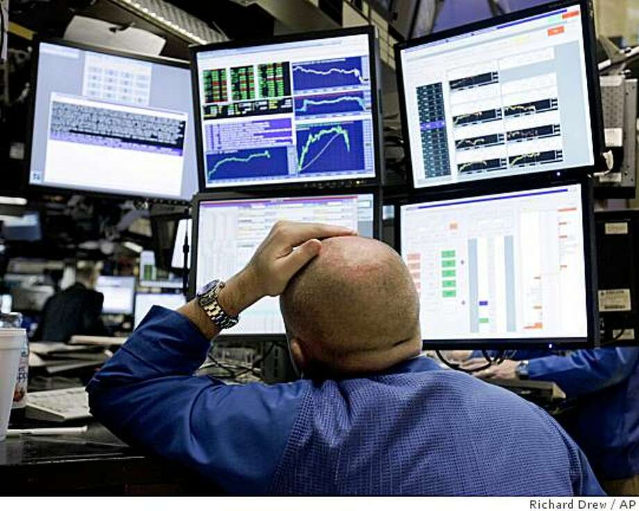 A specialist works at his post on the floor of the New York Stock Exchange after the Fed interest rate decision, Wednesday, June 24, 2009. Policymakers at the Federal Reserve decided to leave a key interest rate unchanged at between zero and 0.25 percent, where it has been since December. (AP Photo/Richard Drew) Photo: Richard Drew, AP