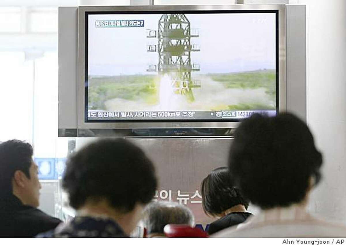 South Koreans watch a television broadcasting undated image of a North Korea launch missile at the Seoul Railway Station in Seoul, South Korea, Saturday, July 4, 2009. South Korea says North Korea has fired the fifth missile off its eastern coast. (AP Photo/Ahn Young-joon)