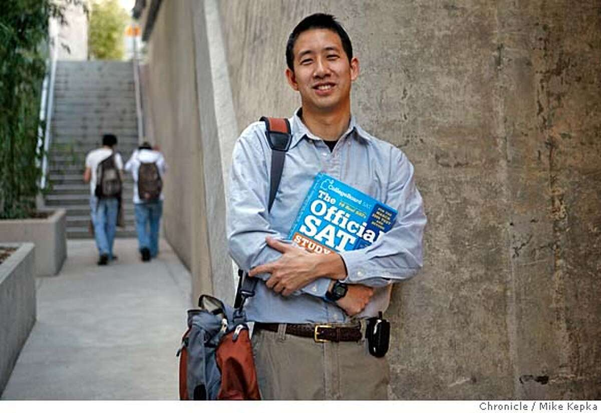 Jefferson Award winner, Van Tsai is a high school teacher who runs SAT and ACT tutorial sessions in Berkeley for low income students. Mike Kepka / The Chronicle MANDATORY CREDIT FOR PHOTOG AND SAN FRANCISCO CHRONICLE/NO SALES-MAGS OUT