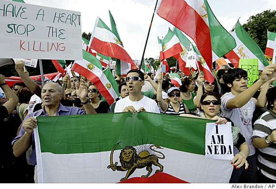 A group protests in front of the White House in support of protesters in Iran and to condemn Iran's Supreme Leader Ali Khamenei's decision to suppress the protests, in Washington Sunday, June 21, 2009.(AP Photo/Alex Brandon) Photo: Alex Brandon, AP