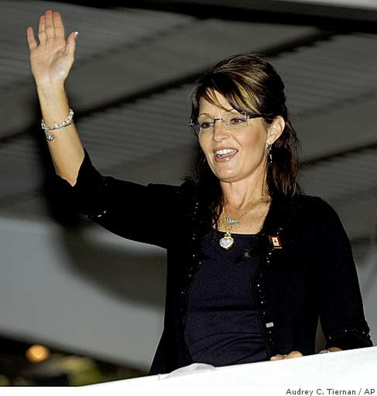 Alaska Governor Sarah Palin waves to the crowd as she arrives at a fundraiser for Independent Group Home Living, a non-profit organization that helps improve the lives of developmentally disabled people, on Sunday, June 7, 2009 in St. James, NY. Palin has called for measures to make life better for people with developmental disabilities. (AP Photo/Newsday / Audrey C. Tiernan )