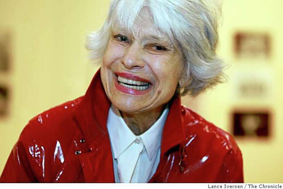 Broadway legend Carol Channing at the age of 87 can still make people laugh with her as she tells a story from tour of Hello Dolly. Photo: Lance Iversen, The Chronicle