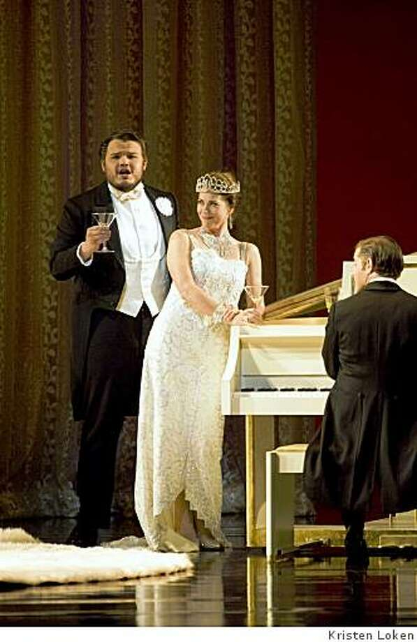 """David Lomelí (l.) as Alfredo and Elizabeth Futral as Violetta in """"La Traviata"""" at San Francisco Opera Photo: Kristen Loken"""