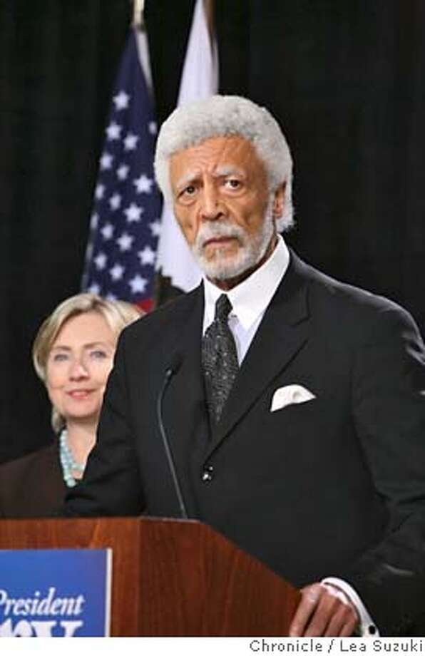 clinton_laney_091_ls.jpg Mayor Ron Dellums(foreground) endorses Hillary Clinton (behind left) during an appearance at Laney College. Hillary Clinton tours a culinary class and is endorsed by Mayor Ron Dellums at Laney College during an appearance at the Student Center. Lea Suzuki / The Chronicle Photo taken on 10/1/07, in Oakland, CA, USA �2007, San Francisco Chronicle  MANDATORY CREDIT FOR PHOTOG AND SAN FRANCISCO CHRONICLE/NO SALES-MAGS OUT Photo: Lea Suzuki
