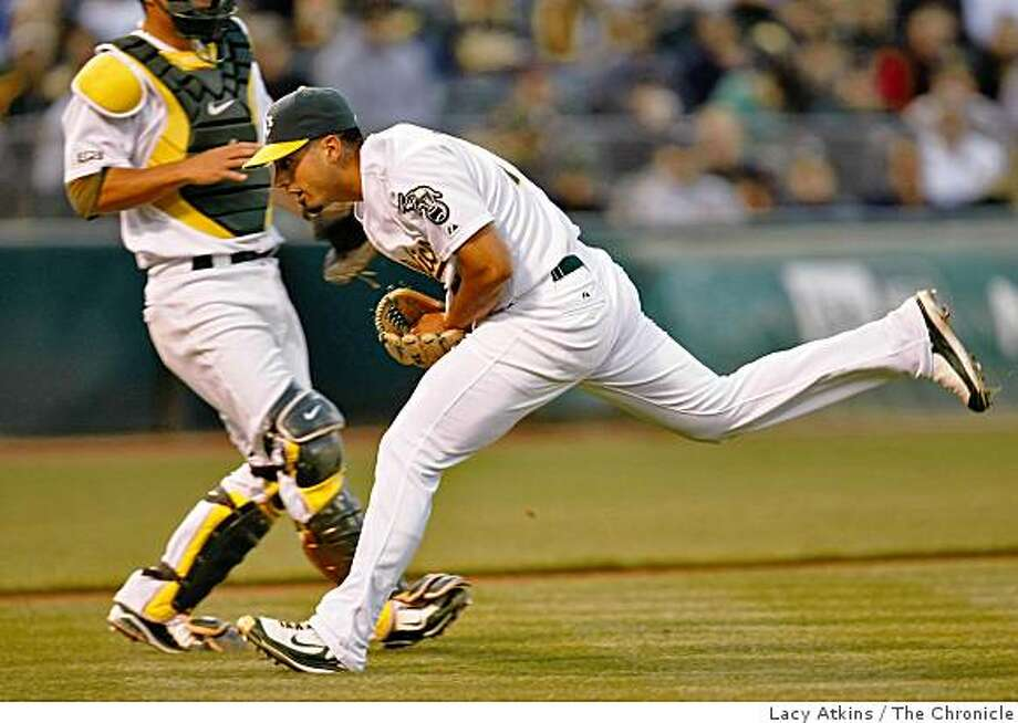 Oakland Athletics pitcher Gio Gonzalez catches Detroit Tigers Placido Polanco bunt in the fifth inning, Tuesday June 30, 2009, in Oakland, Calif. Photo: Lacy Atkins, The Chronicle