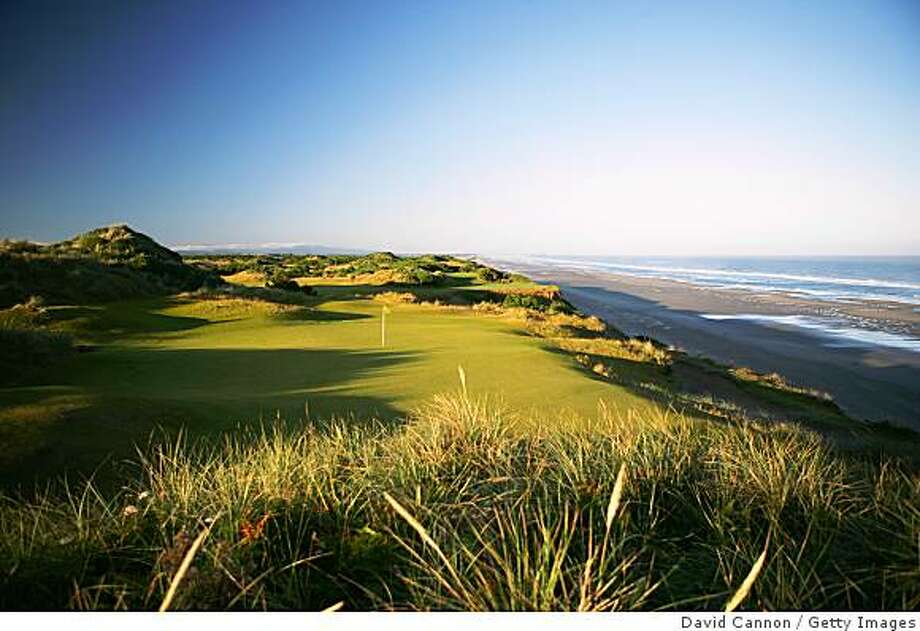BANDON, OREGON, UNITED STATES - JUNE 16:  The 148 yard, par 3, 11th hole on the Pacific Dunes Course, designed by Tom Doak at the Bandon Dunes Golf Resort on June 16, 2005 in Bandon, Oregon, United States.  (Photo by David Cannon/Getty Images) Photo: David Cannon, Getty Images