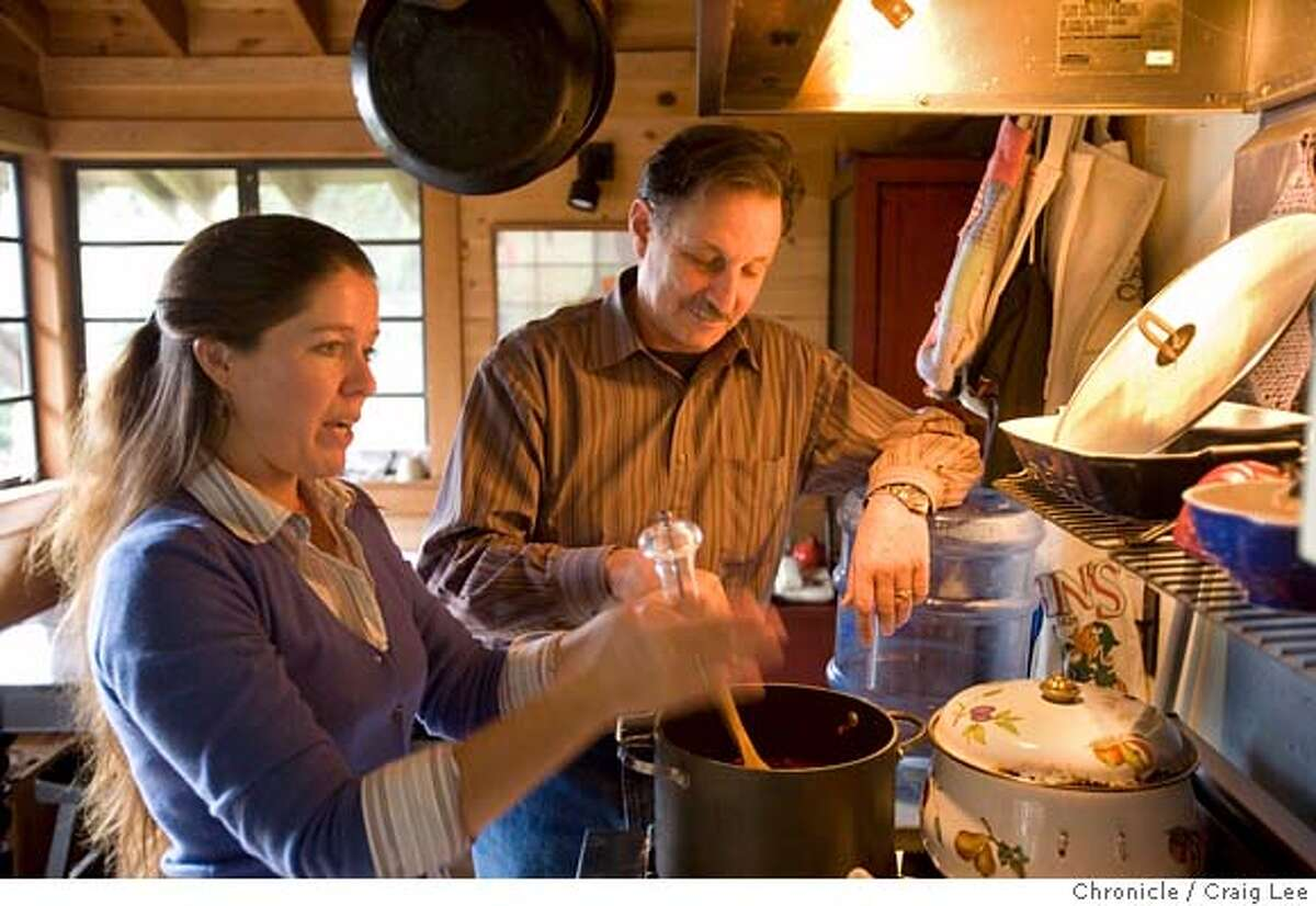 Photo of Bill Niman and his wife, Nicolette, making chili. Valentine's Day story on couples who are food incompatible. Bill Niman of Niman Ranch, is considered the king of meat. His beef, pork and sausage are sold in the best stores and restaurants in the country. His wife, Nicolette, is a vegetarian. She hasn't touched a piece of meat, poultry or fish in more than 20 years. Now, even Bill is eating less meat, because his wife does all the cooking. photo by Craig Lee / The Chronicle MANDATORY CREDIT FOR PHOTOG AND SF CHRONICLE/NO SALES-MAGS OUT