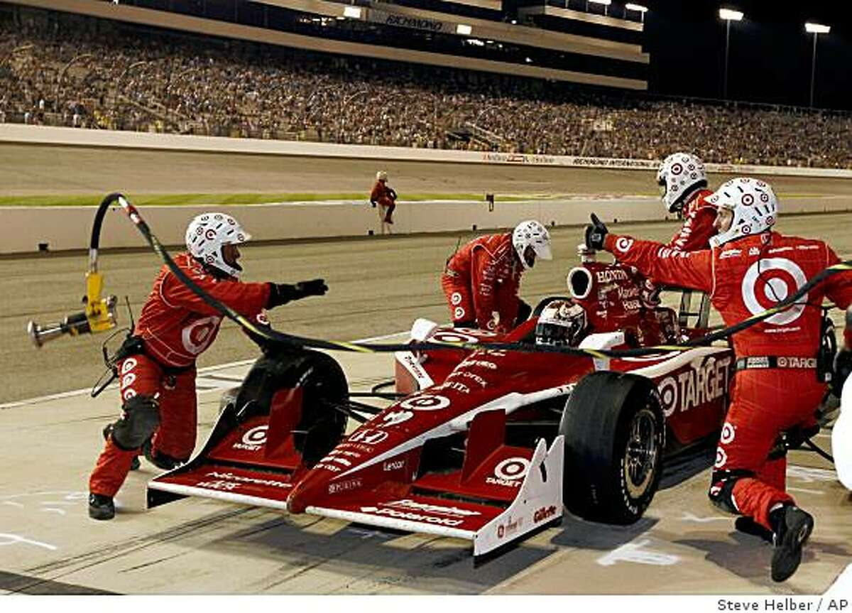 Scott Dixon gets a thumbs up from his pit crew during his last stop during the Suntrust Indy Challenge at Richmond International Raceway in Richmond, Va., Saturday, June 27, 2009. (AP Photo/Steve Helber)