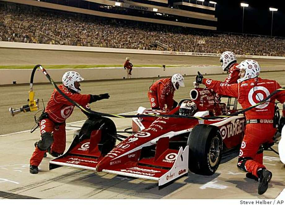 Scott Dixon gets a thumbs up from his pit crew during his last stop during the Suntrust Indy Challenge at Richmond International Raceway in Richmond, Va., Saturday, June 27, 2009.   (AP Photo/Steve Helber) Photo: Steve Helber, AP