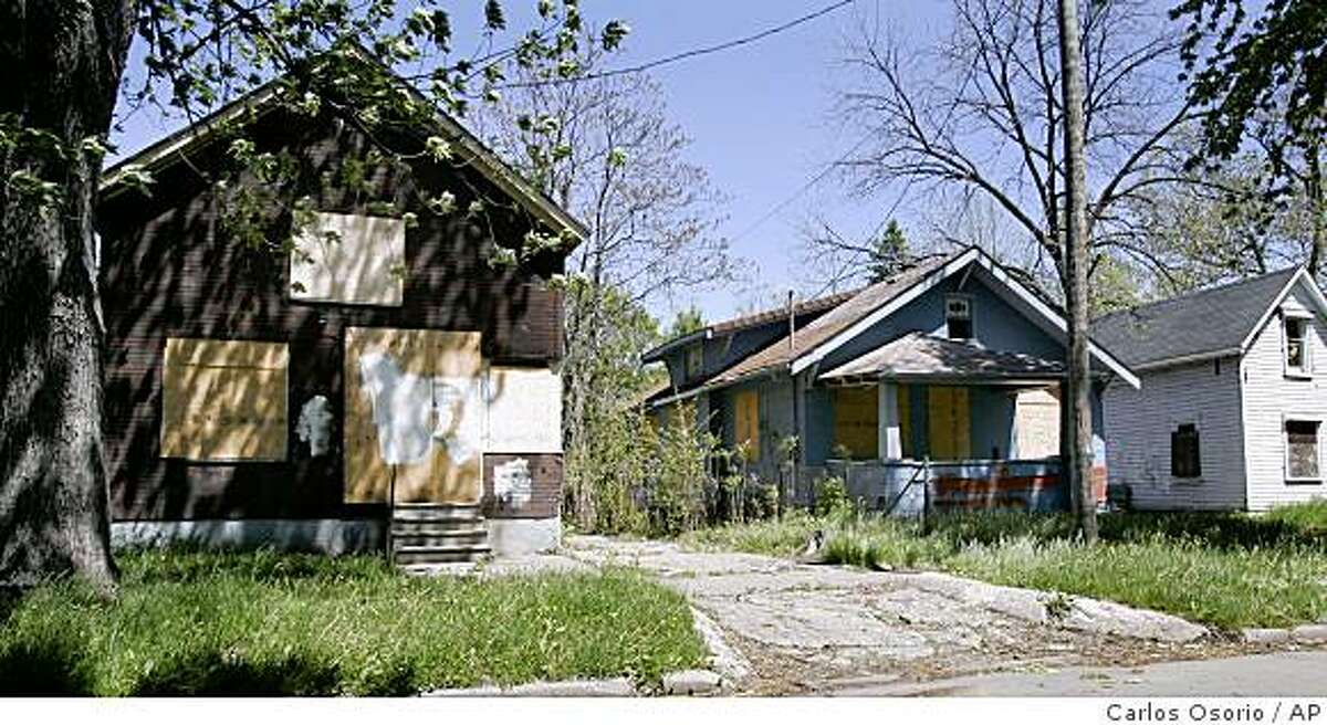 ** ADVANCE FOR SUNDAY, JUNE 21** In this May 14, 2009 photo, three abandoned homes are boarded up along Jane Ave. in this East Side neighborhood of Flint, Mich. (AP Photo/Carlos Osorio)