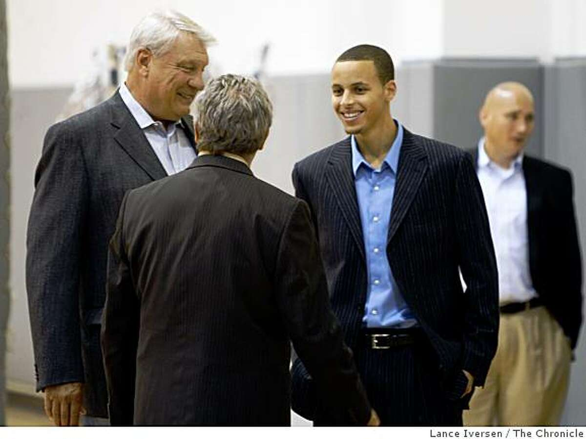 Golden State Warriors top draft pick Stephen Curry, right, arrives at his press conferance with coach Don Nelson, left, and Warriors General Manager Larry Riley at Warriors headquarters in Oakland, Calif, Friday, June 26, 2009.