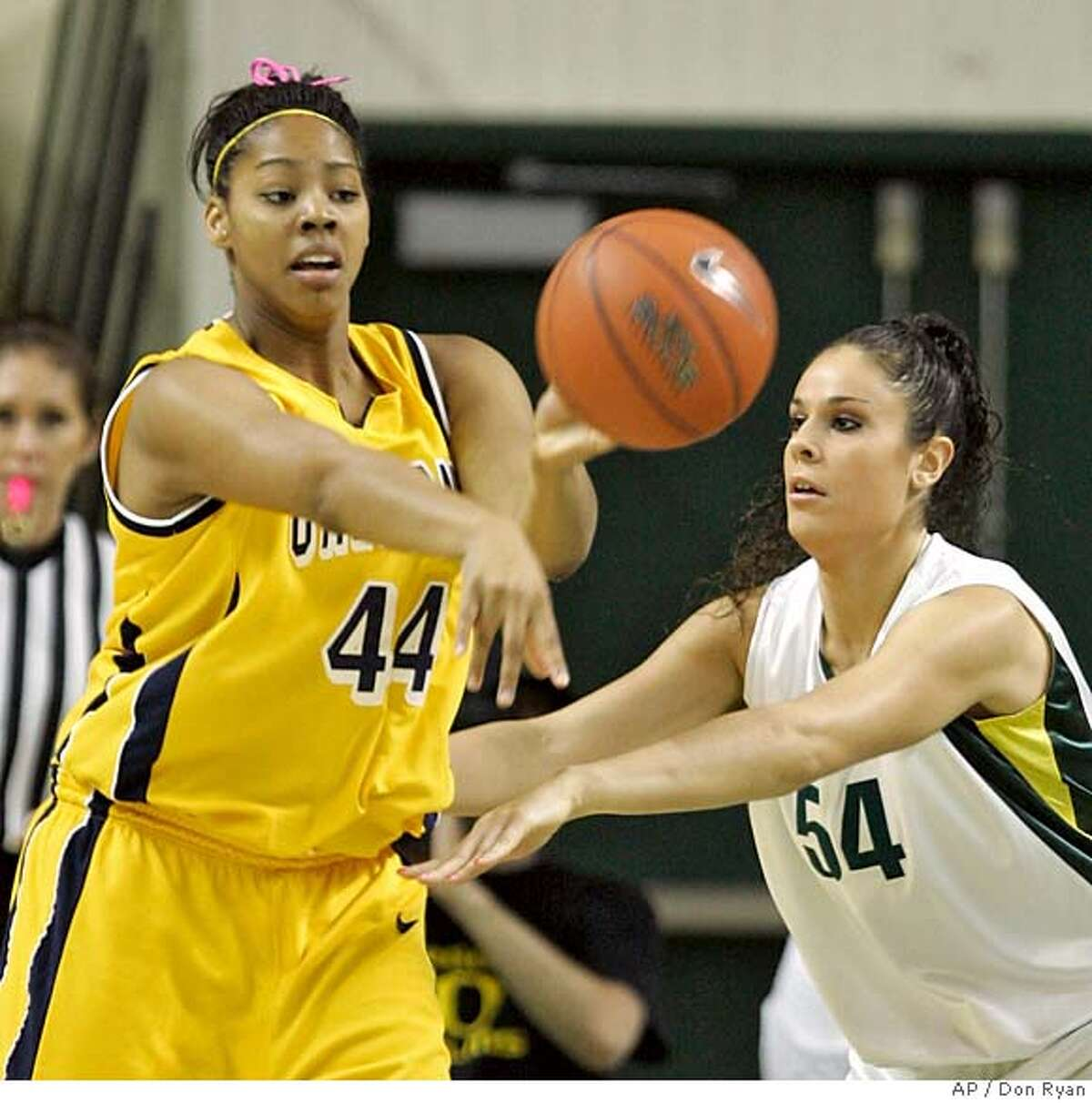 California forward Ashley Walker, left, passes off against Oregon forward Nicole Canepa during first half women's college basketball action in Eugene, Ore., Saturday, Feb. 9, 2008. (AP Photo/Don Ryan)