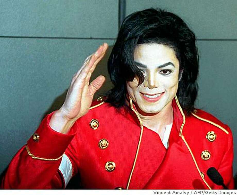American pop star Michael Jackson waves to photographers during a press conference in Paris March 19, 2009. Photo: Vincent Amalvy, AFP/Getty Images