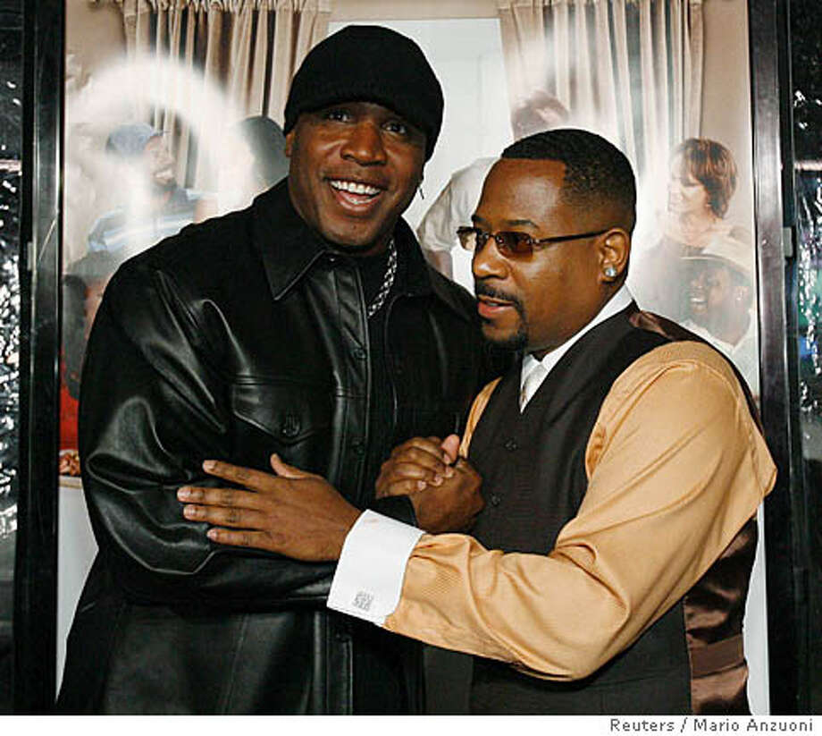 "Cast member Martin Lawrence (R) greets former San Francisco Giants left fielder Barry Bonds at the premiere of ""Welcome Home Roscoe Jenkins"" at the Grauman�s Chinese theatre in Hollywood, California January 28, 2008. REUTERS/Mario Anzuoni (UNITED STATES)  Ran on: 02-10-2008  Actor Martin Lawrence (right) greets Barry Bonds at premiere of &quo;Welcome Home Roscoe Jenkins&quo; in Hollywood. Photo: MARIO ANZUONI"
