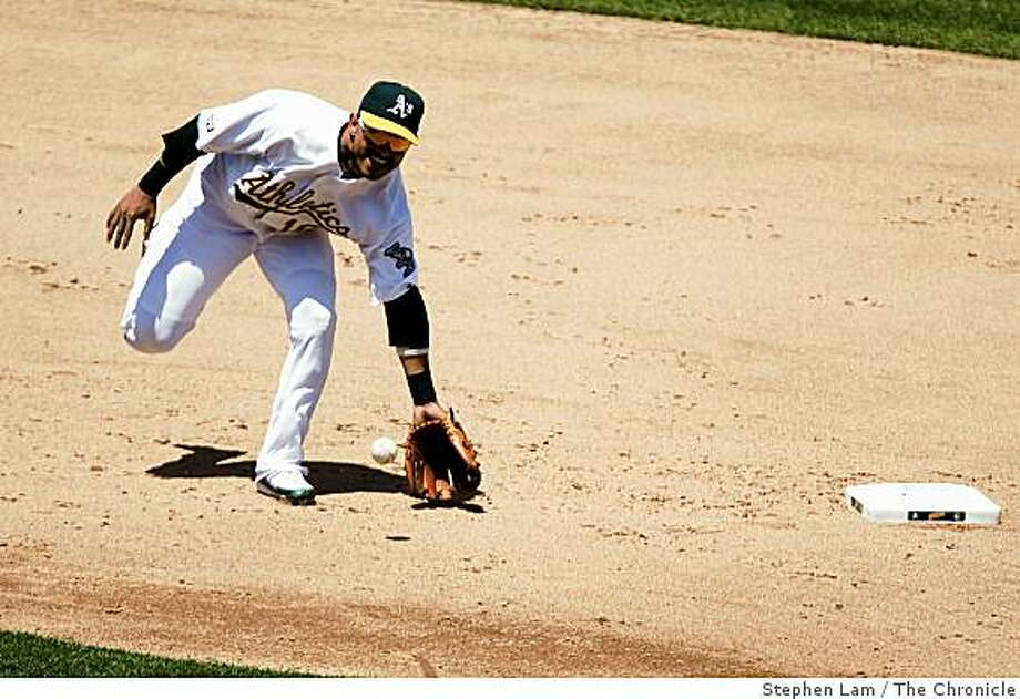 Orlando Cabrera (18) of the Oakland Athletics fields a ball in the eighth inning against the Minnesota Twins at the Oakland-Alameda County Coliseum in Oakland, Calif. on Thursday, June 11, 2009. Photo: Stephen Lam, The Chronicle